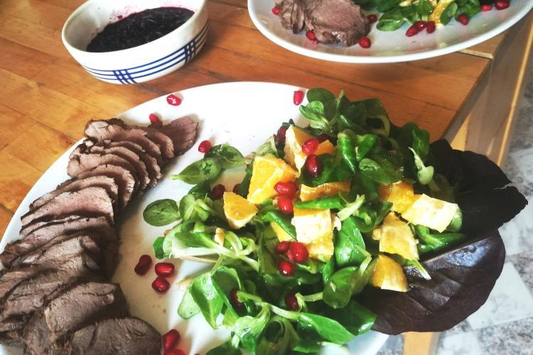 Rehrücken mit Salat